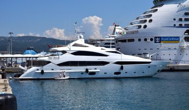 Brucia Yacht a Savona