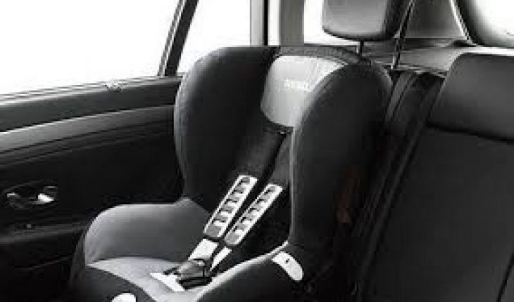 Incidente frontale in auto