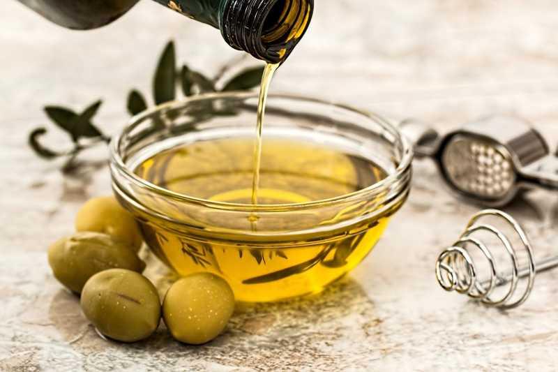 I tipi di grasso e olio per cucinare